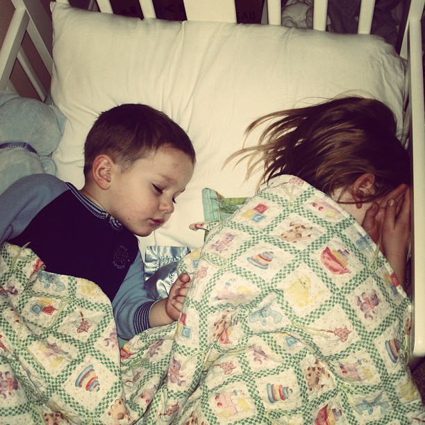 kids sleeping in same bed