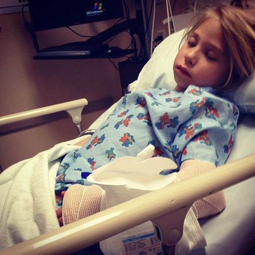 little girl hospital bed broken arm