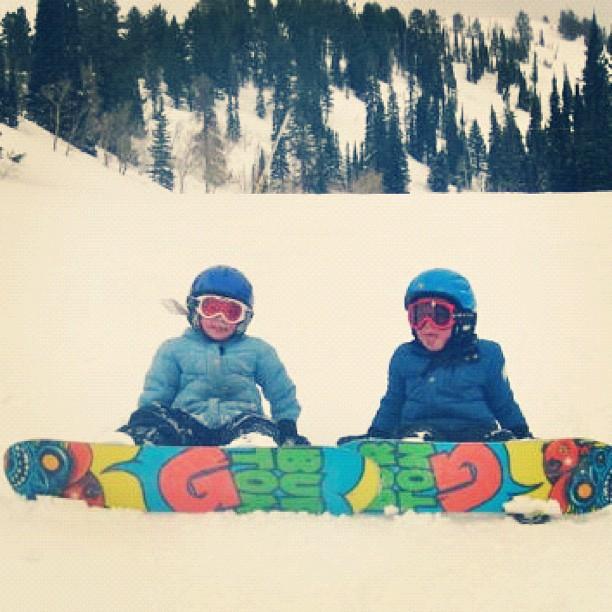 kids snowboarding