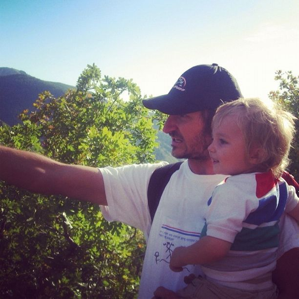 dad toddler son pointing hiking instagram