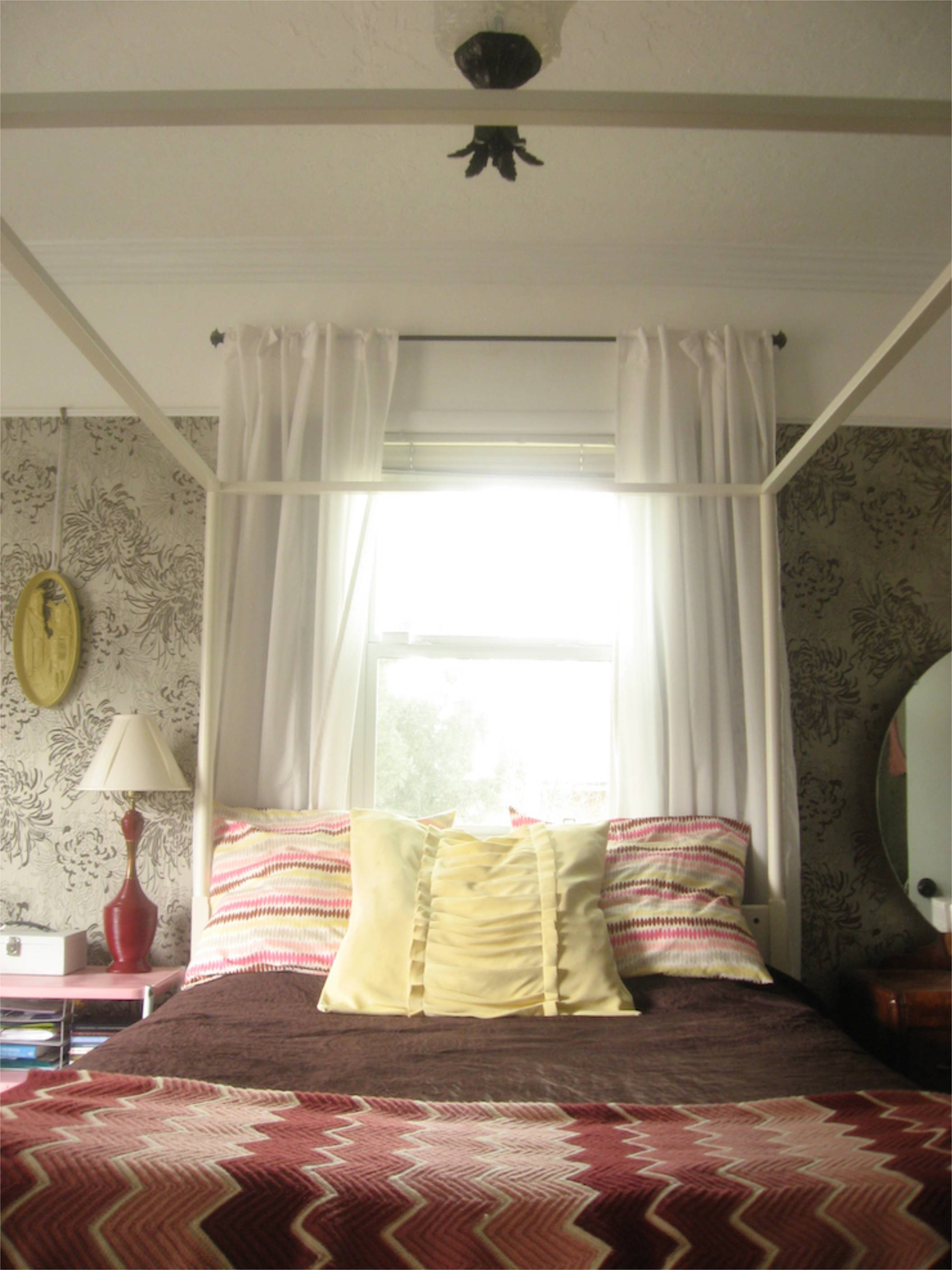 wallpaper transom window four poster bedroom